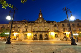Instalaciones de alumbrado público, artístico, ornamental y comercial