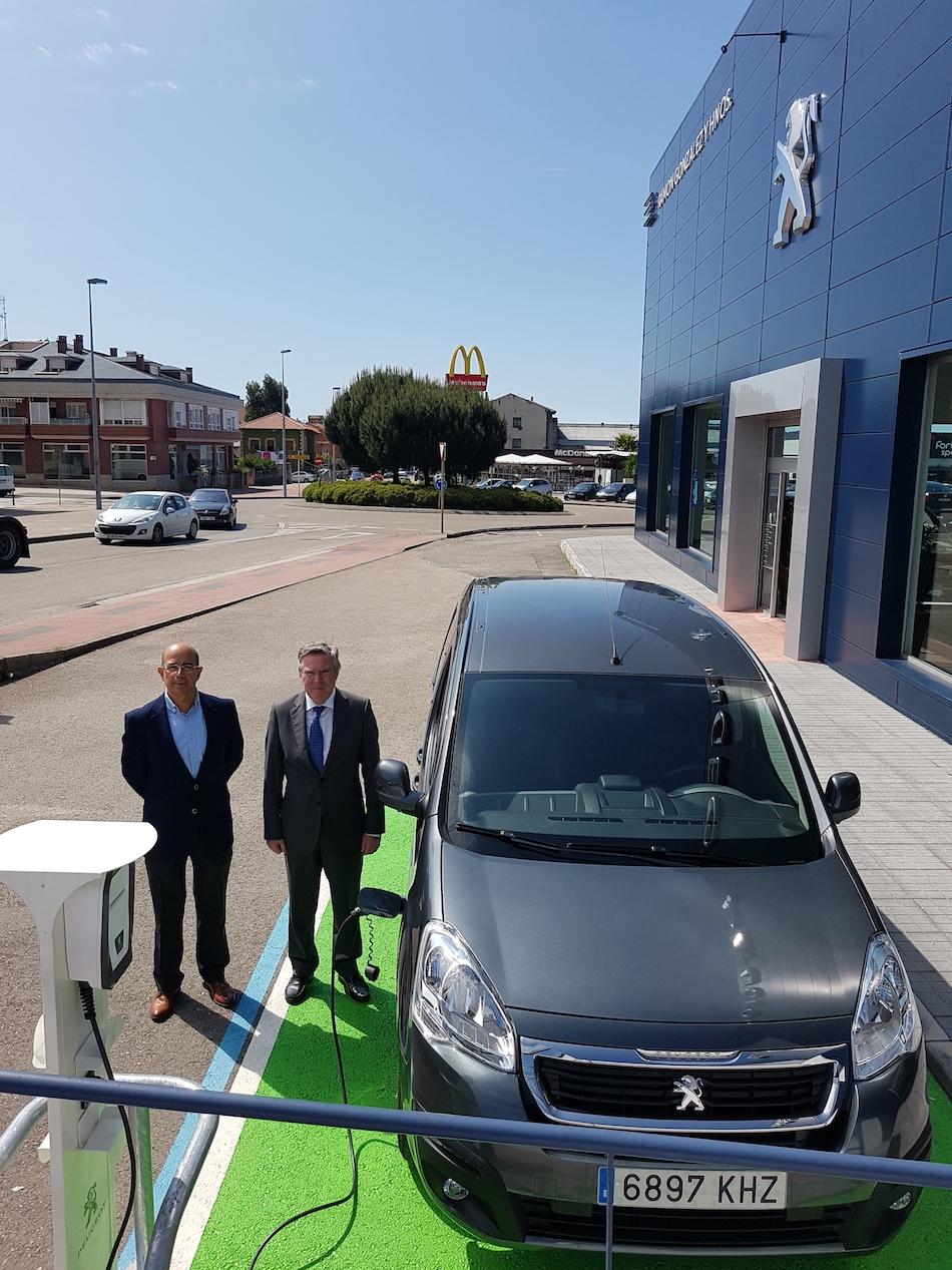 Telnor pone en servicio un nuevo punto de recarga para automoviles electricos en Torrelavega, 2